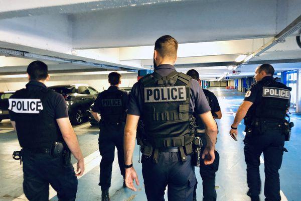 Une patrouille de la police de sécurité du quotidien (PSQ) dans le quartier de la Villeneuve à Grenoble.