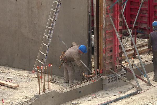 A Clermont-Ferrand, les professionnels du bâtiment sont préoccupés par la pénurie et la flambée des matériaux de construction.
