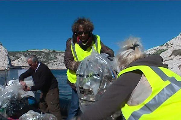 Les 70 bénévoles se sont répartis sur l'archipel pour un grand nettoyage de printemps.