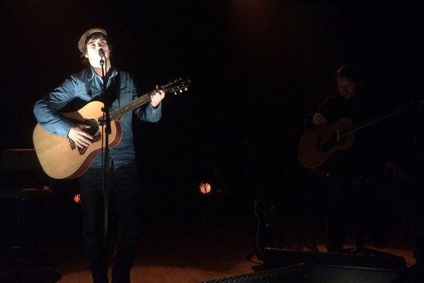 Gauvain Sers a donné ce dimanche à Alençon un concert de soutien aux réfugiés