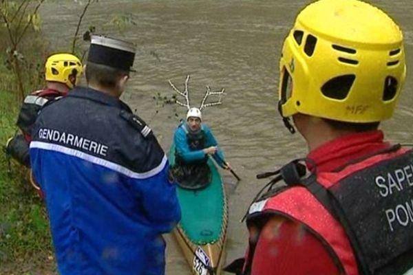 Exit les kayakistes amateurs priés de regagner la berge.