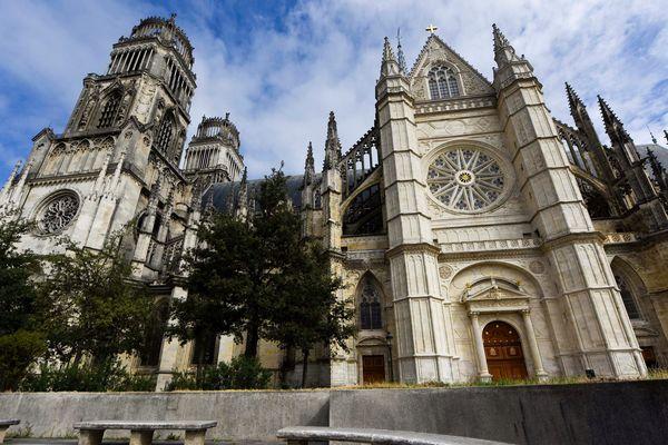 La cathédrale d'Orléans sous haute surveillance pour les obsèques de Xavier Beulin