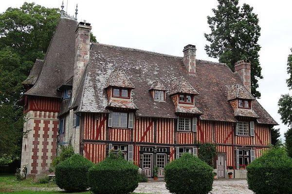 Dans le Calvados, le Manoir de Cantepie est l'un des bijoux du patrimoine de Cambremer et du Pays d'Auge. Le temps y sera majoritairement gris et nuageux, en ce lundi.
