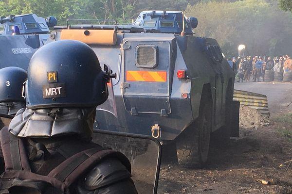 Le face à face entre gendarmes et zadistes le 17 mai 2018