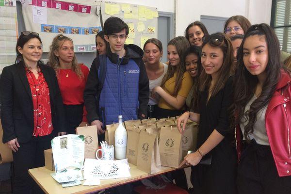 15 élèves d'une classe de 1re STMG du lycée Georges Clémenceau de Sartène ont monté leur mini-entreprise : « Isu'linda ».