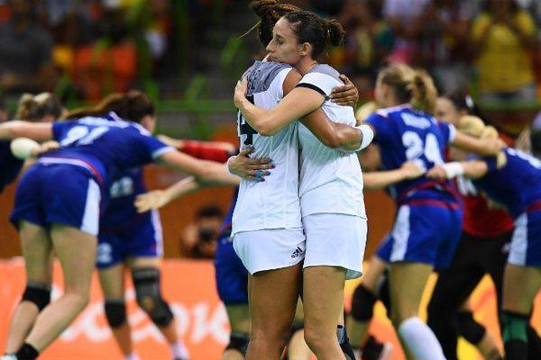 La déception de la nîmoise Camille Ayglon-Saurina face à la victoire des adversaires russes qui ont décroché la médaille d'or lors de la finale olympique de Handball féminin , à Rio.