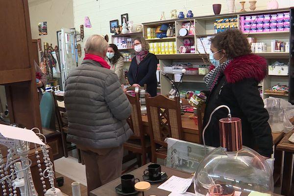 Cette recyclerie, à Pavilly, près de Rouen propose à des prix cassés des meubles récupérés auprès de particuliers.