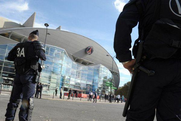 Des policiers aux abords du Parc des Princes. (illustration)