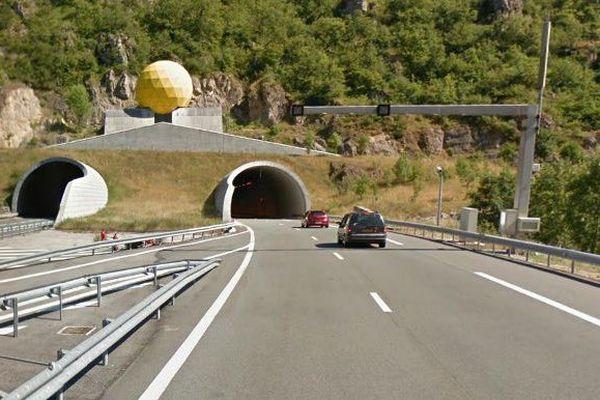 Entrée du tunnel du Pas de l'Escalette sur l'A75 - archives