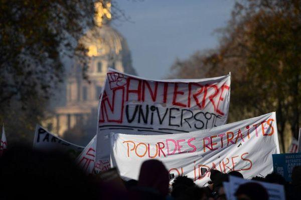 Plusieurs universités ont annoncé le report des partiels à janvier.