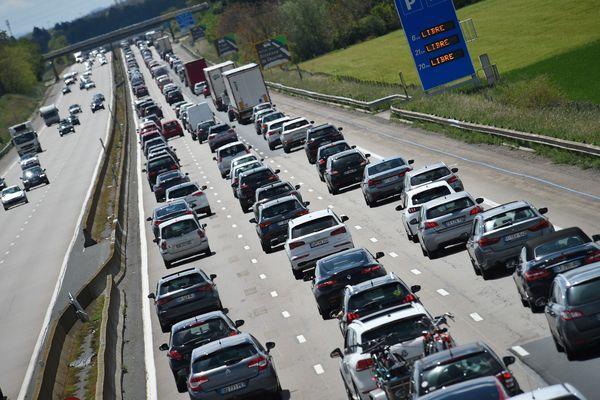Les bouchons sur l'A7 dans le sens des départs, image habituelle des weekends de l'été. Photo d'illustration.