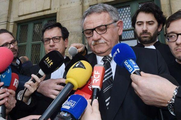 René Marratier, l'ancien maire de la Faute-sur-Mer à la sortie de la Cour d'appel de Poitiers, le 4 avril 2016.