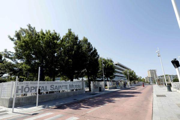 Les urgences de l'hôpital Sainte Musse de Toulon sont saturées selon l'équipe paramédicale.