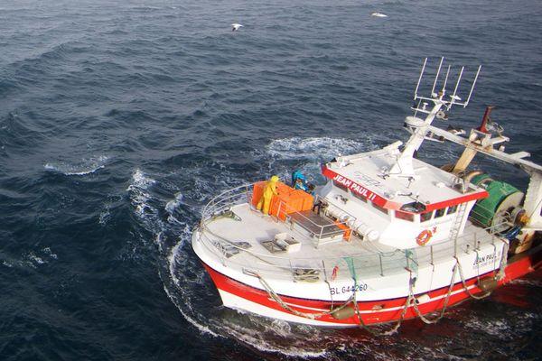 Un bateau des sauveteurs en mer au large du Touquet.