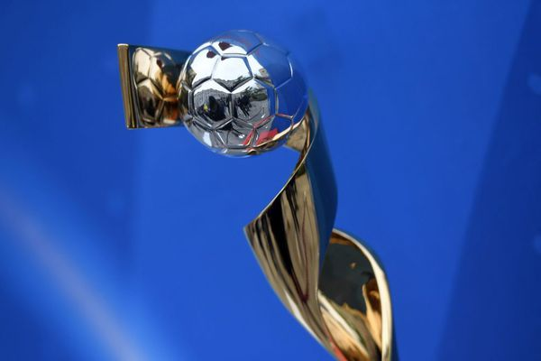 Le trophée de la Coupe du Monde Féminine de la FIFA
