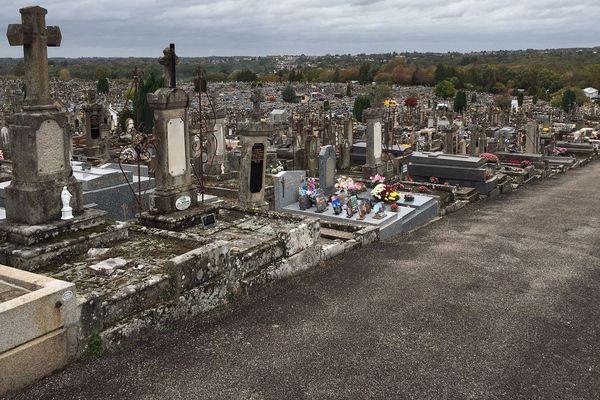 Le cimetière de Louyat, avec 60 000 concessions, est l'un des plus denses d'Europe.