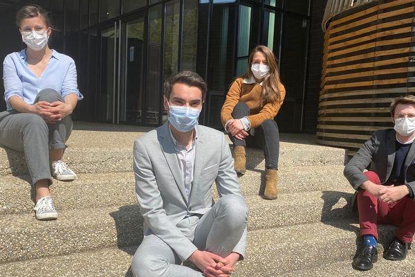 De gauche à droite: Lucie Bosmean (interne en médecine générale), Dr Alexandre Bellier (médecin santé publique), Jessica Richoux (interne en pneumologie), Thibault Secheresse (externe en 6ième année de médecine).