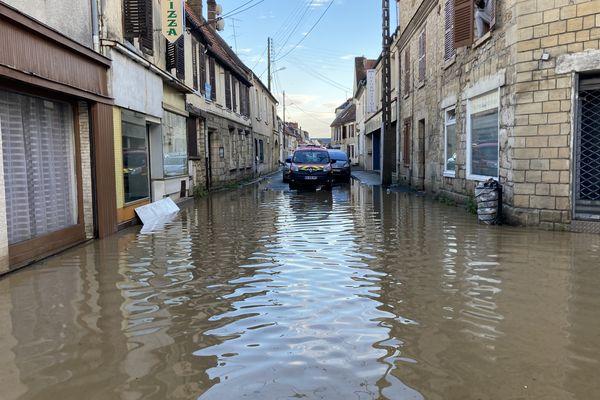 La ville de Chambly a été frappée mercredi soir par de violents orages, causant une montée des eaux soudaine.