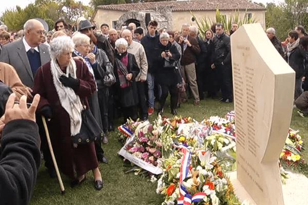 Les proches des victimes se sont recueillis devant la stèle commémorative de l'accident du 23 octobre 2015.