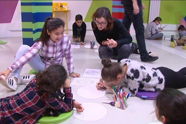 Des ateliers, des stages et des visites en famille programmés au centre Pompidou-Metz pour le jeune public.