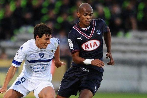 Carlos Henrique face à Gianni Bruno lors de la rencontre face à Bastia le 24 août au stade Chaban Delmas.