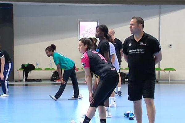 Premier entraînement de la saison avec ballon pour les Panthères de Fleury-les-Aubrais