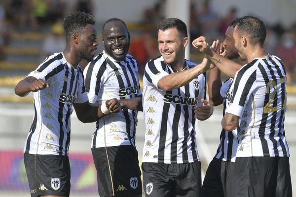 Blessé à l'épaule, Mathias Pereira Lage est remplacé par Farid El-Melali.