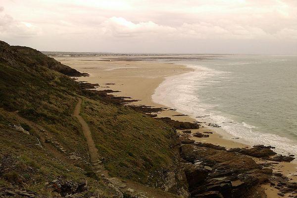 Dans la Manche, vers le cap de Carteret, le ciel restera encombré tout au long de la journée.