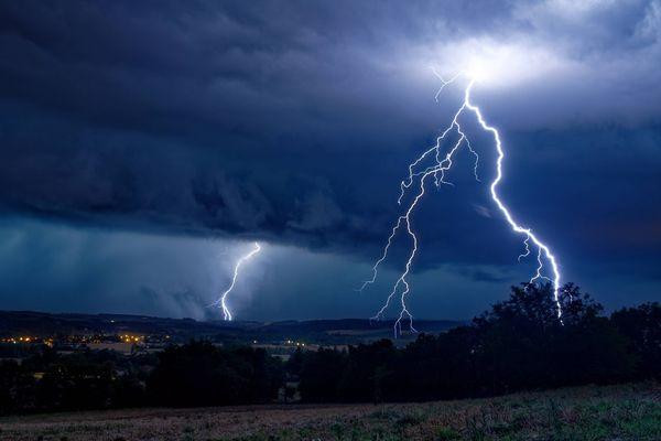 Les premiers orages devraient intervenir cet après-midi dans la Nièvre et l'Yonne.