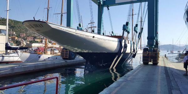 Mise à l'eau du BlackSwan - Port de Grazie, Italie