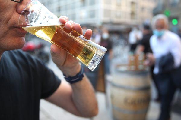 L'interdiction de boire et de vendre de l'alcool sur la voie publique s'applique dans les 13 communes de plus de 10.000 habitants du Bas-Rhin.
