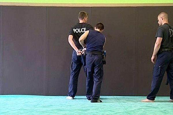 Des gendarmes de toute la France sont actuellement en formation à l'école de police de Oissel.