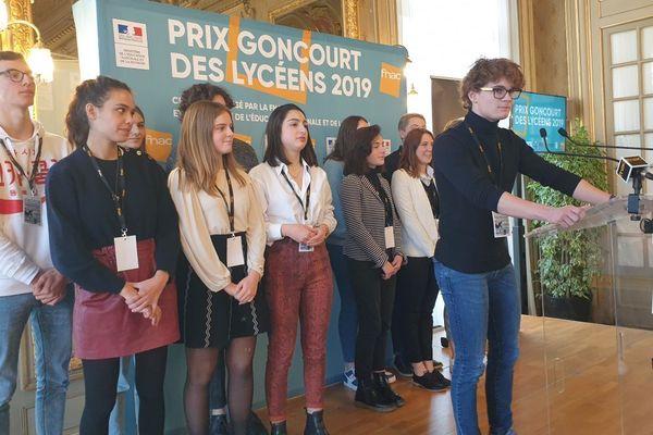 Le jury national du Goncourt des lycéens lors de la proclamation du nom du lauréat dans l'Hôtel de Ville de Rennes