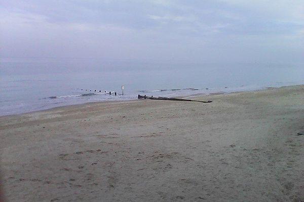 Sur la Côte Fleurie, ce vendredi, la plage de Cabourg restera dans la grisaille.