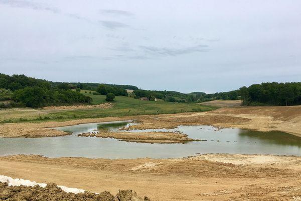 Le Lac de Caussade pendant sa construction.