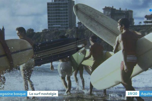Des surfeurs plage de la côte des Basques dans les années 70