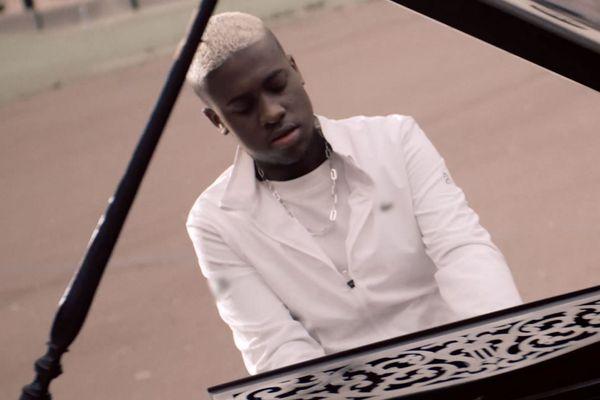 Mourad, le jeune pianiste des quartiers Nord de Marseille signe chez Universal Music France.