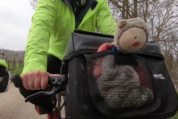 Le doudou de Maël accompagne ses deux mamans dans leur tour de France