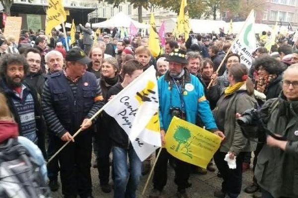 Une délégation de la confédération paysanne ( et amis), des Amis de la Terre, et d'Attac, en déplacement à Amiens, devant le tribunal, 28-10-2014