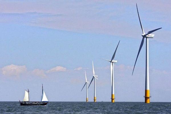Des éoliennes flottantes au sud-est de l'Angleterre. Illustration.