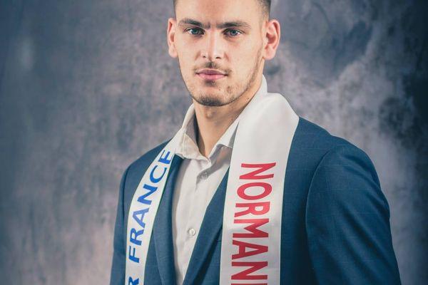 Bilal Malek, 25 ans, a été élu Mister France 2021.