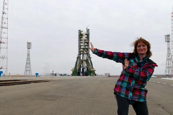 Marie-Ange Sanguy parcourt le monde et les pas de lancement des fusées dans le monde entier pour ses reportages.