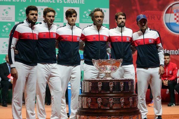 L'équipe de France finaliste de la coupe Davis 2018 face à la Croatie. De gauche à droite : Jo-Wilfried Tsonga, Nicolas Mahut, Pierre-Hugues Herbert, Yannick Noah, Jeremy Chardy et Lucas Pouille