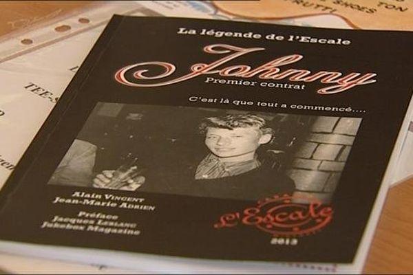 """Le livre """"Johnny 1er contrat » co-écrit par Alain Vincent et Jean-Marie Adrien, édité par l'Escale à Migennes"""