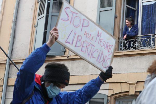 Manifestant contre la loi sécurité globale, le 12 décembre 2020.