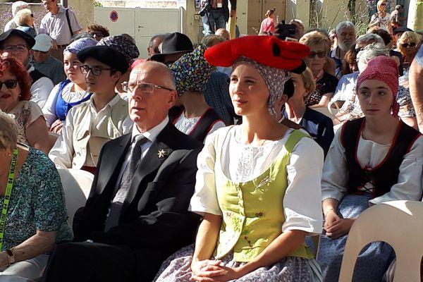 Adeline Bascaules-Bédin, Reine du Félibrige, en compagnie du Capoulié Jacques Mouttet.