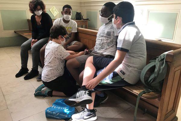 Ces élèves de l'école élémentaire Prieur-de-la-Marne, à Reims, ont dû réfléchir à la peine qu'ils auraient requise à la place du procureur.