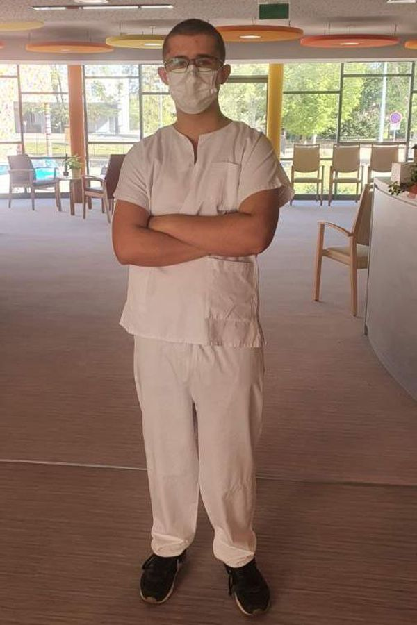 Quentin Baumann est passé d'apprenti cuisinier à bénévole dans un Ehpad pendant le confinement.