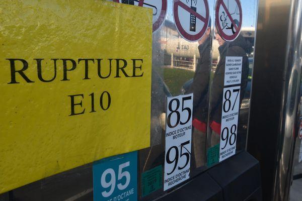 Une station d'essence à Mantes-la-Jolie est en rupture totale.