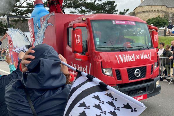 Le conseil régional a prévu de distribuer 25 000 drapeaux bretons aux spectateurs du Tour de France